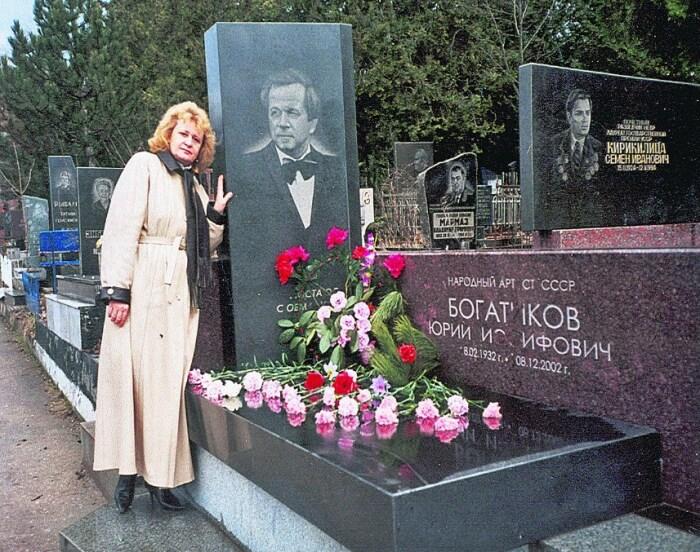 Татьяна Богатикова у могилы мужа. / Фото: www.segodnya.ua