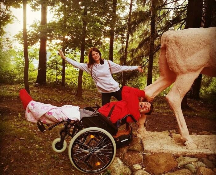 Михаил Казаков даже в инвалидной коляске не теряет бодрости духа. / Фото: www.instagram.com