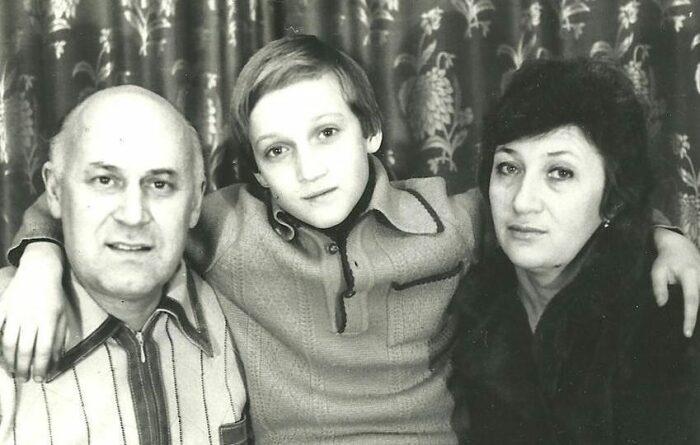 Гоша Куценко с родителями. / Фото: www.eva.ru