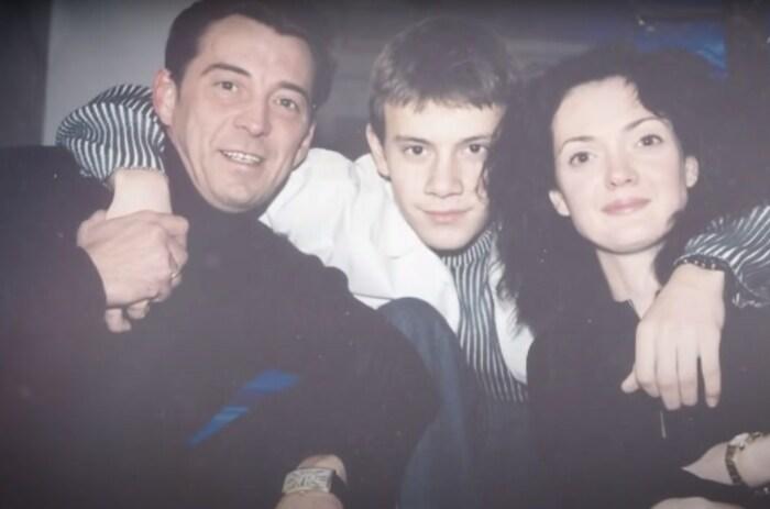 Николай Добрынин с женой Екатериной и сыном. / Фото: www.1tv.ru