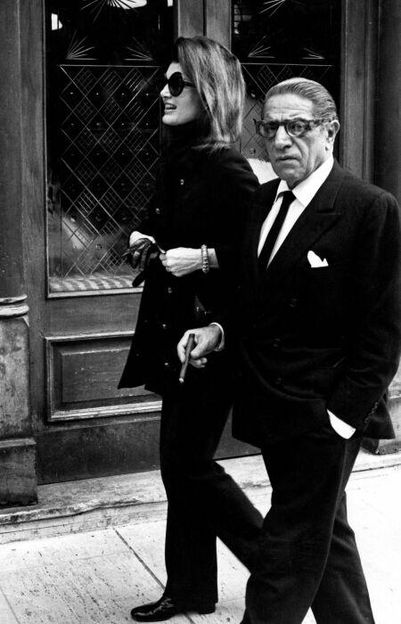 Аристотель Онассис и Жаклин Кеннеди.  / Фото: www.cigarmonkeys.com