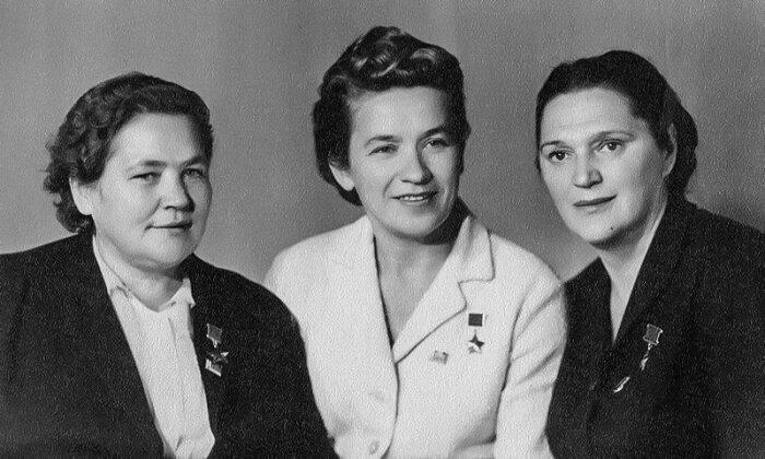 Мария Борисовна Осипова, Надежда Викторовна Троян и Елена Григорьевна Мазаник. / Фото: www.twimg.com