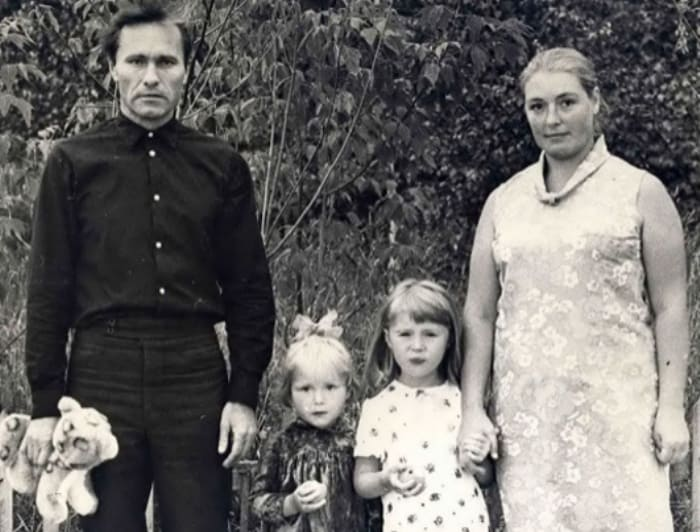 Василий Шукшин и Лидия Федосеева с дочерями. / Фото: www.shukshin.org