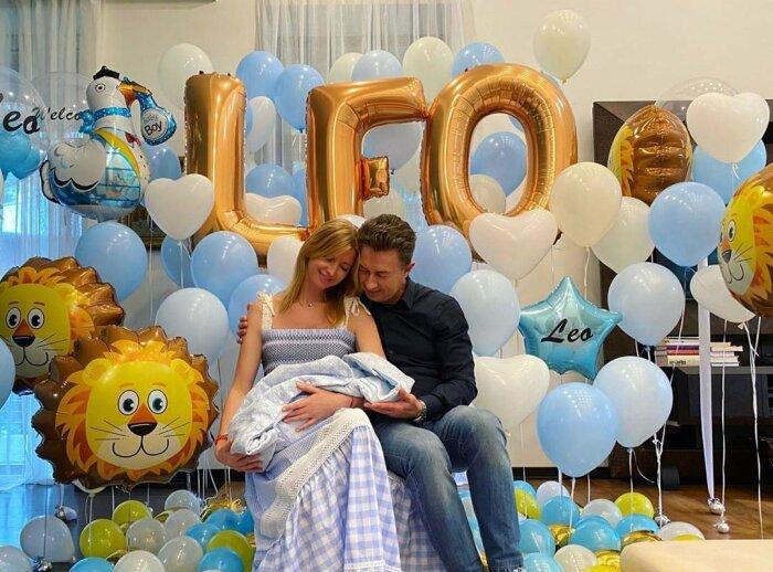 Валерий и Виола Сюткины с новорождённым сыном. / Фото: www.medikforum.ru