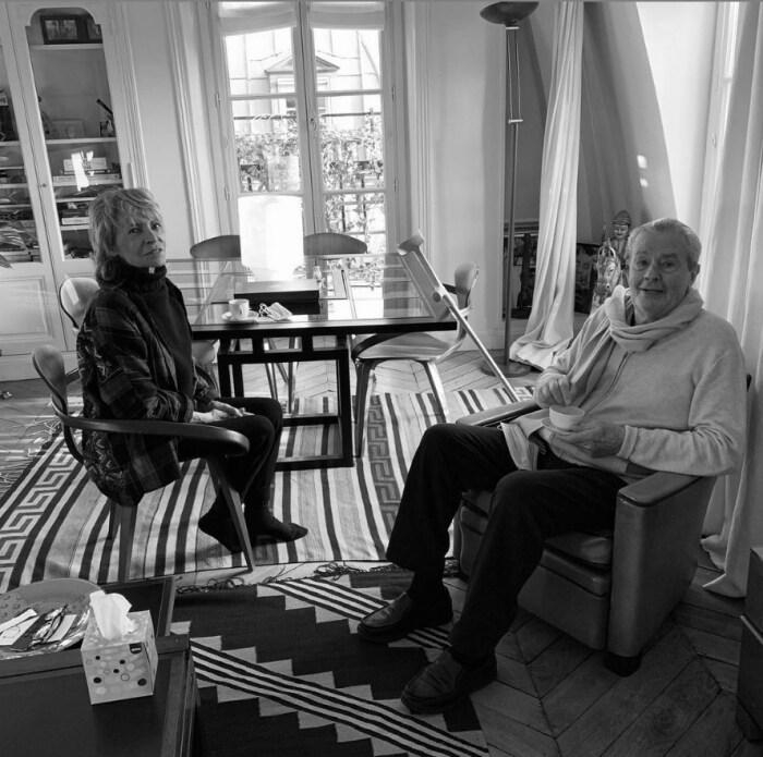 Фотографию родителей разместил 11 января 2021 года на своей странице в социальной сети Энтони Делон, снабдив подписью: «Непрерывная любовь. 53 года спустя». / Фото: www.instagram.com