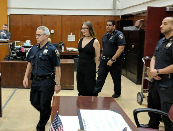 Анна Делви в зале суда. / Фото: www.sanalbasin.com