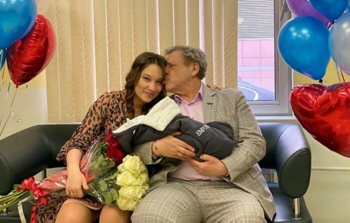Борис Грачевский и Екатерина Белоцерковская с новорожденным сыном. / Фото: www.instagram.com