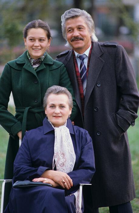 Михай Волонтир с женой и дочерью.  / Фото: www.ria.ru