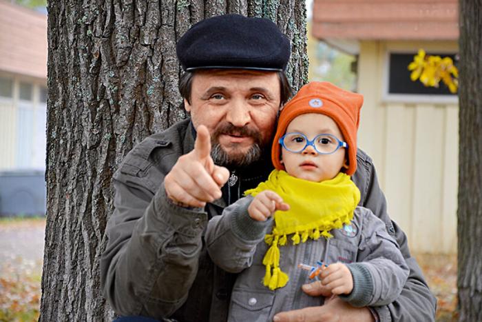 Константин Воробьёв с внуком Елисеем. / Фото: www.kiozk.ru