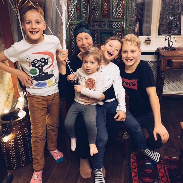 Татьяна Васильева с внуками. / Фото: www.metronews.ru