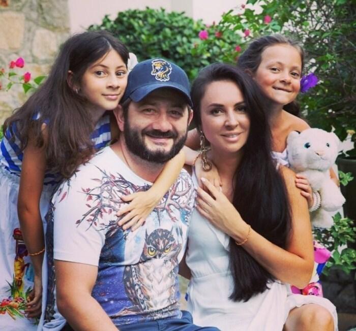 Счастливая семья. / Фото: www.instagram.com