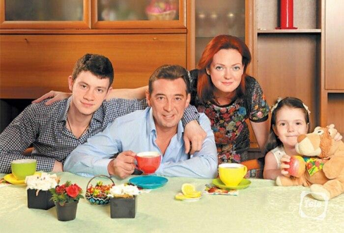 Николай Добрынин с женой, сыном и дочерью. / Фото: www.livestory.com.ua