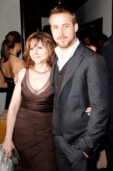 Райан Гослинг с мамой. / Фото: www.glamour.ru