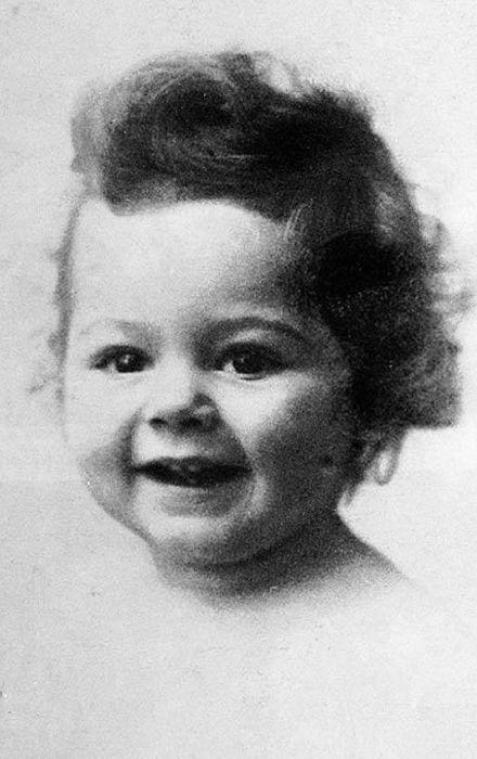 Мишель Мерсье в детстве. / Фото: www.tvbesedka.com