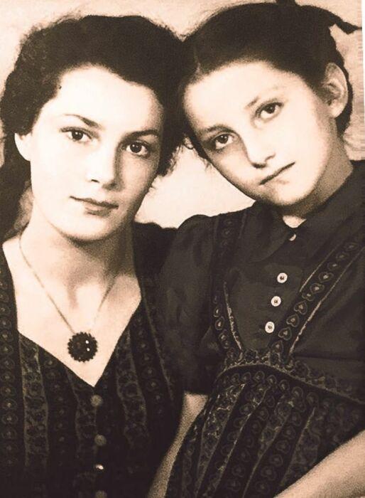 Элина и София Быстрицкие. / Фото: www.kiosk-plus.ru