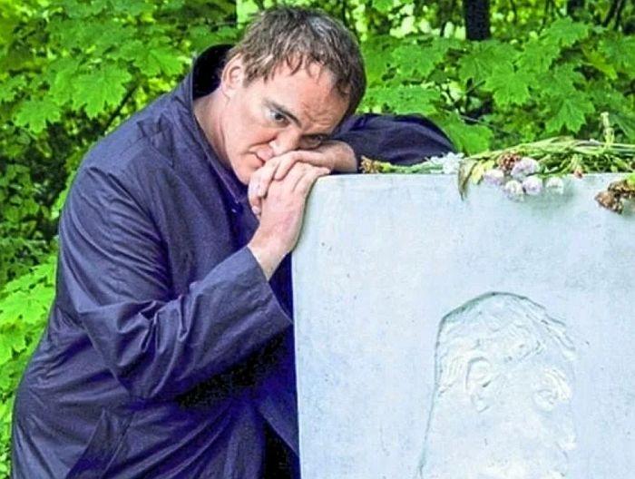 Квентин Тарантино на могиле Бориса Пастернака. / Фото: www.strana-rf.ru