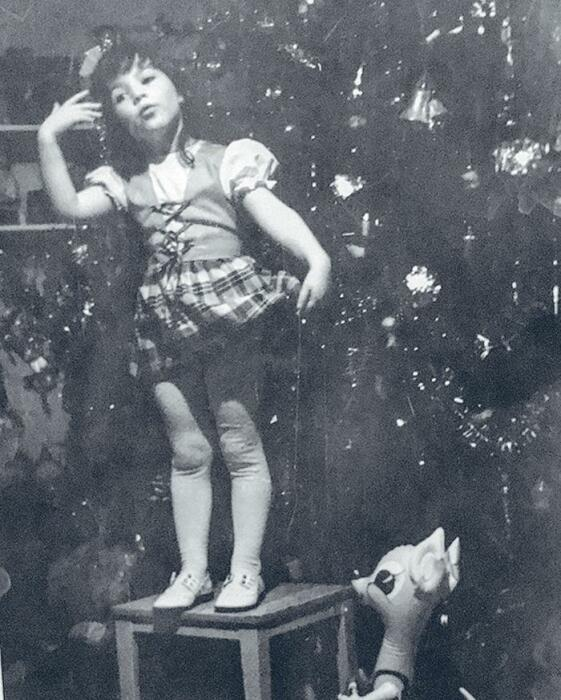 Алёна Хмельницкая в детстве. / Фото: www.womanhit.ru
