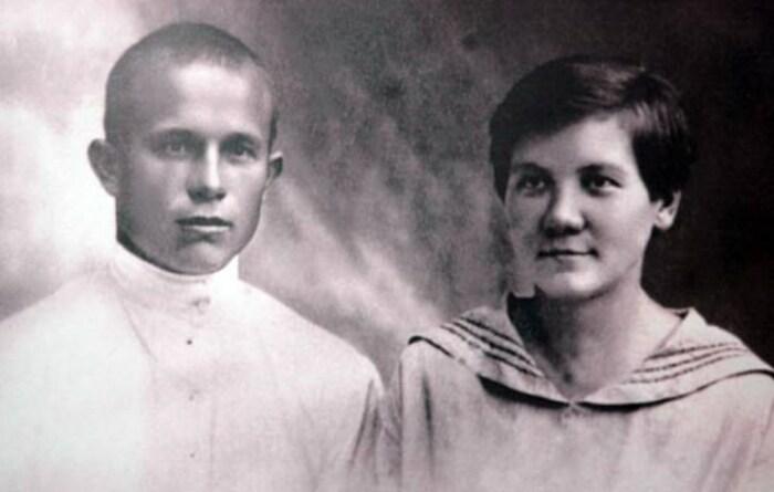 Никита Хрущёв и Нина Кухарчук, родители Сергея. / Фото: www.tunnel.ru