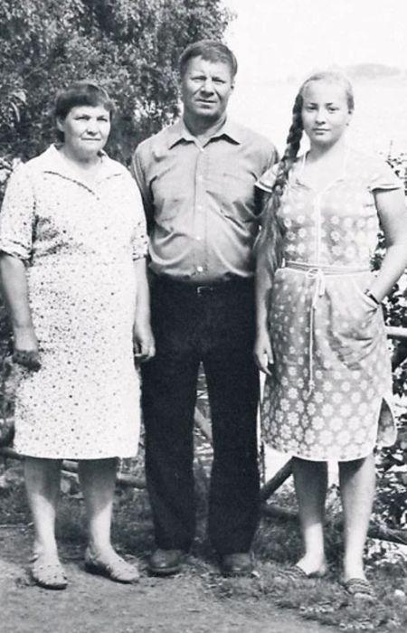 Светлана Пермякова с родителями. / Фото: www.veasy.ru