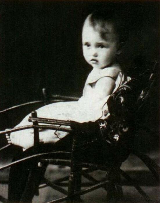 Зинаида Кириенко в детстве.  / Фото: www.m.123ru.net