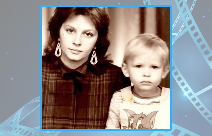 Юлия Пересильд в детстве с мамой.