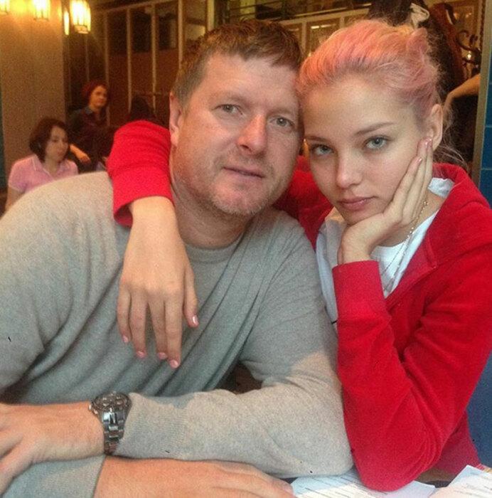 Алеся Кафельникова с отцом. / Фото: www.starhit.ru