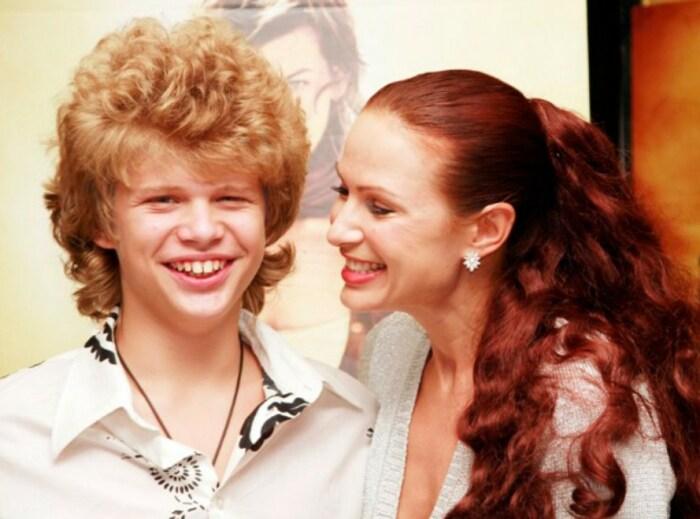 Эвелина Блёданс с сыном Николаем. / Фото: www.games-of-thrones.ru