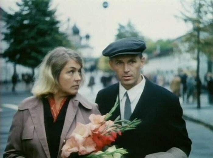 Кадр из фильма «Позови меня в даль светлую». / Фото: www.twimg.com