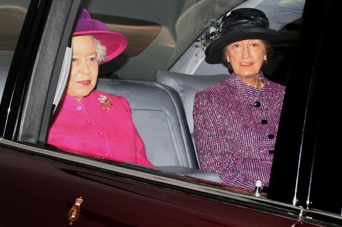 Леди Сьюзен Хасси и Елизавета II. / Фото: www.standard.co.uk