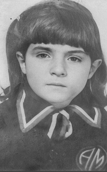 Виктория Руффо в детстве. / Фото: www.twimg.com