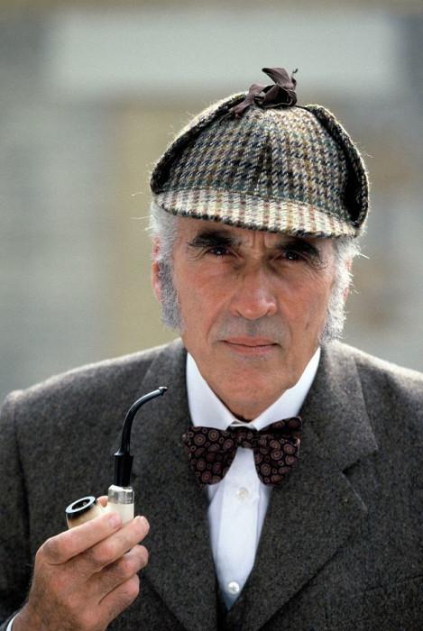 Кристофер Ли в роли Шерлока Холмса. / Фото: www.readtiger.com
