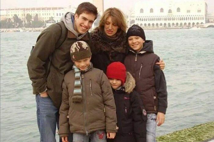 Лилиана Гасинская с детьми. / Фото: www.yandex.net