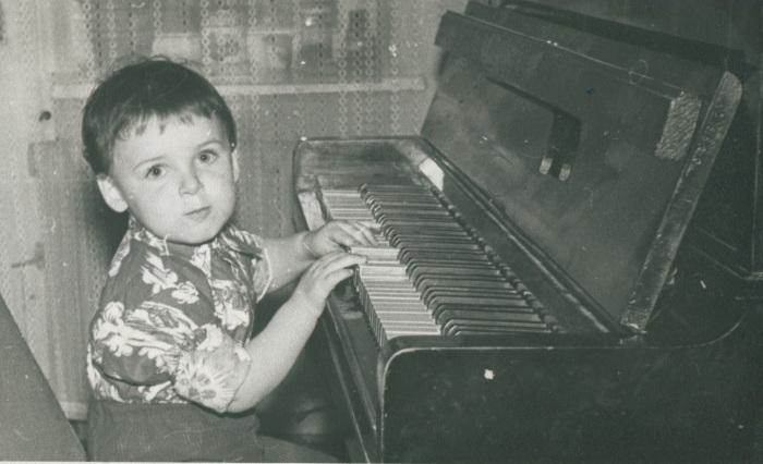 Юлиан в детстве. / Фото: www.mail.ru