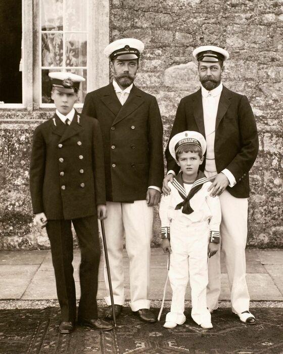 Николай II и Георг V c наследниками: принцем Уэльским Эдуардом и цесаревичем Алексеем. / Фото: www.pinimg.com