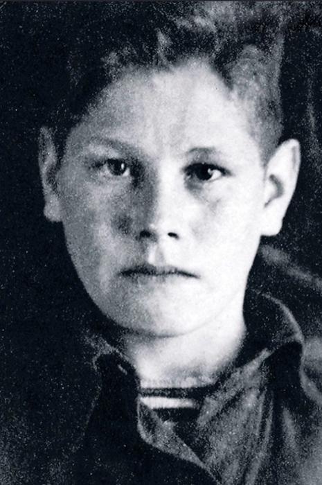 Геннадий Юхтин в детстве. / Фото: www.7days.ru
