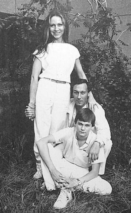 Филипп Янковский с родителями. / Фото: www.udivitelnimir.com