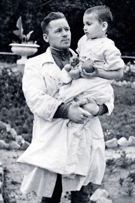 Галина Яцкина в больнице с папой. / Фото: www.7days.ru