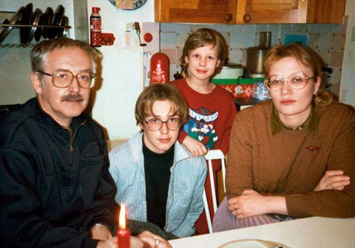 Василий и Елена Ливановы с сыновьями. / Фото: www.eg.ru