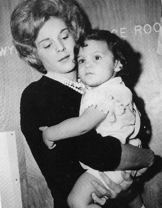 Марита Лоренц с дочерью. / Фото: www.whaleoil.net.nz