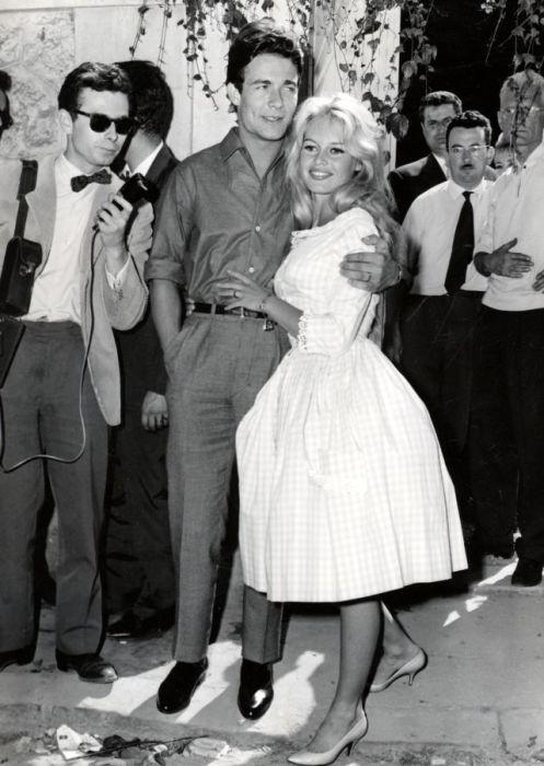 Брижит Бардо и Жак Шарье в день свадьбы. / Фото: www.mylitta.ru