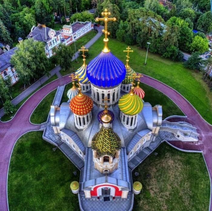 Храм князя Игоря Черниговского в Переделкино. / Фото: www.twimg.com