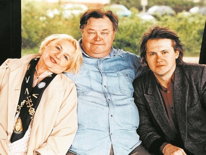 Вячеслав Невинный и Нина Гуляева с сыном. / Фото: www.sobesednik.ru