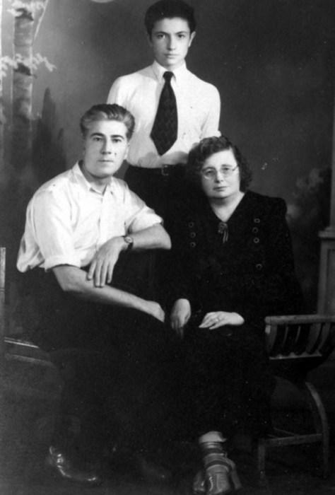 Вадим Бероев с родителями. / Фото: www.vk.com/vadim_beroev
