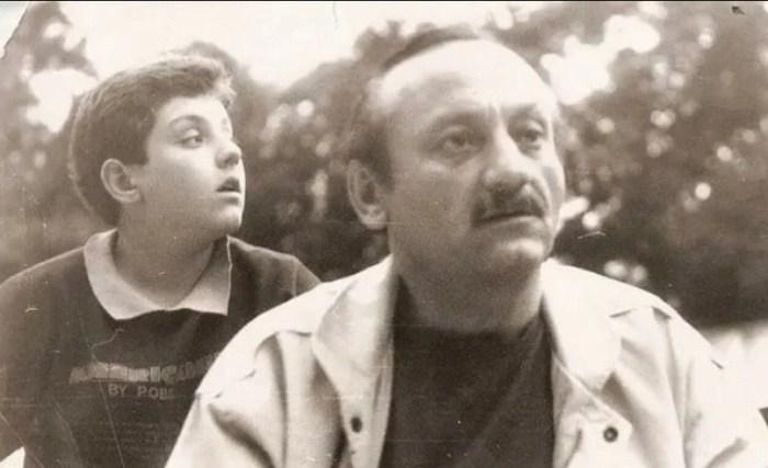 Михаил Полицеймако в детстве с отцом. / Фото: www.yandex.net