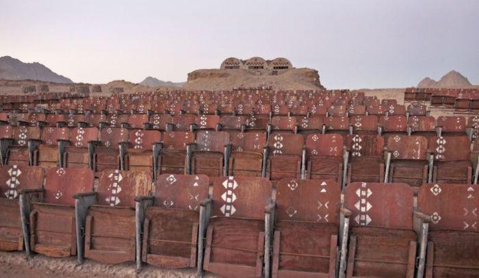 Открытый кинотеатр в Синайской пустыне. / Фото: www.anews.az
