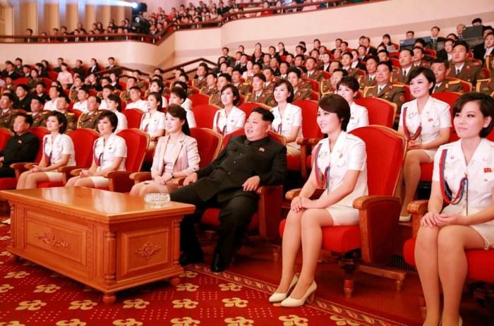 Ким Чен Ын окружает себя красивыми женщинами. / Фото: www.dnpmag.com