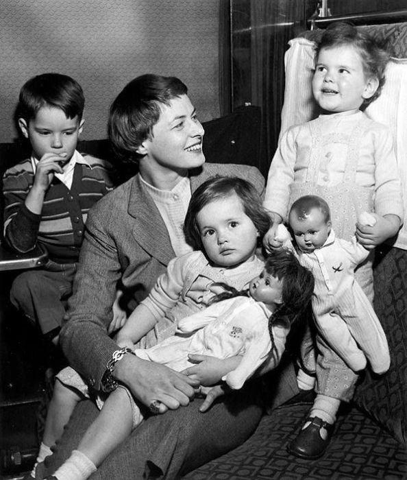 Ингрид Бергман с детьми. / Фото: www.pinimg.com