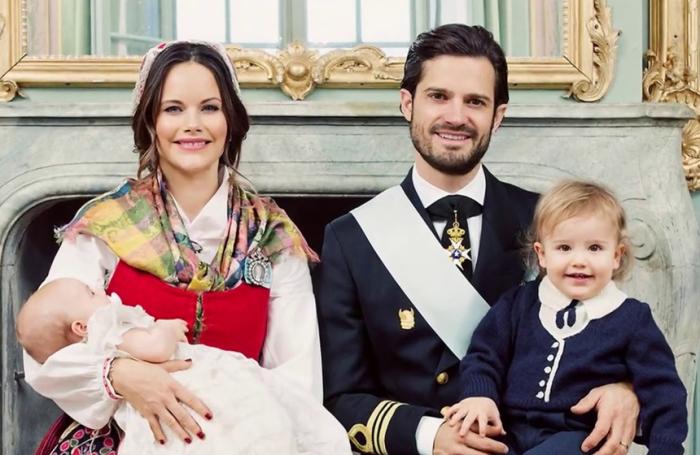 Принц Швеции Карл Филипп и принцесса София с сыновьями принцем Александром и принцем Гарбиэлем, 2017. / Фото: www.jetsetter.ua
