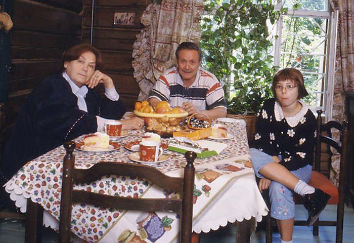 Ольга и Юрий Соломины с внучкой Александрой. / Фото: www.maly.ru