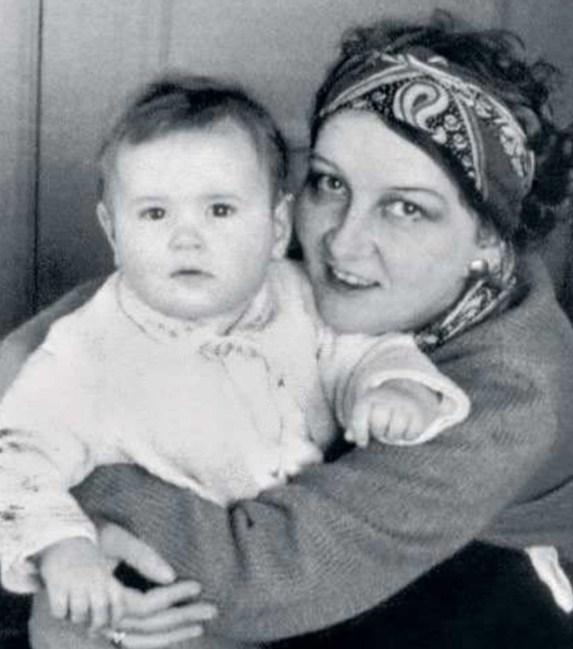 Катерина Корнакова с дочерью Катей. / Фото: www.bryners.ru